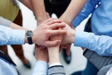 TRUNG HIẾU - Trung gian giúp cho CUNG và CẦU gặp nhau